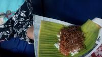 Habisnya nasi soon di Jalan Brigjend Katamso, Prawirodirjan, Gondomanan, Kota Jogja ini karena cocok dengan soon dan sambalnya.