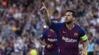 Striker Barcelona, Lionel Messi, merayakan gol ke gawang PSV Eindhoven pada laga Liga Champions, di Stadion Camp Nou, Selasa (18/9/2018). (AFP/Josep Lago)
