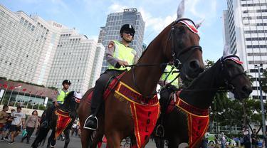 Polisi berkuda saat berpatroli di car free day  di Bundaran Hotel Indonesia, Jakarta Pusat, Minggu (12/1/2020). Kehadiran polisi berkuda ini sebagai bentuk dukungan terhadap program CFD pemerintah. (Liputan6.com/Angga Yuniar)