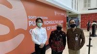 Peluncuran Pusat Konsultasi KUKM – Center of Excellence di SMESCO. (Ki-ka) CEO dan Co-Founder DANA Vincent Iswara, Menteri Koperasi & UKM Teten Masduki, Dirut Smesco Indonesia Leo Theosabrata.