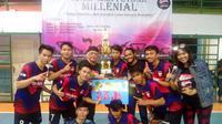 Teguh Indrayana (ketiga dari kiri atas) bersama juara turnamen futsal Blusukan Jokowi, Syakira Futsal (istimewa)