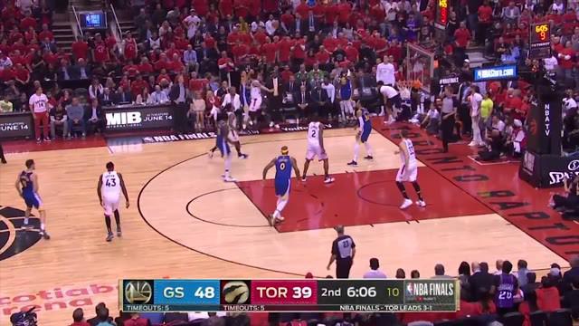 Berita video aksi dari pemain terbaik dan terbanyak mencetak poin pada game 5 Final NBA 2019, Stephen Curry.
