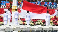 Pasukan Pengibar Bendera Pusaka (Paskibraka) bersiap mengibarkan Bendera Merah Putih saat saat upacara peringatan HUT ke-76 RI di Istana Merdeka, Selasa (17/8/2021). (Foto:Muchlis Jr-Biro Pres Sekretariat Presiden)