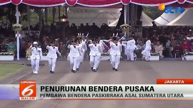 Upacara penurunan bendera dalam rangka peringatan Hari Ulang Tahun ke-72 Republik Indonesia (HUT ke-72 RI) digelar di Istana Negara.