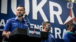 Ketua Umum Partai Demokrat Agus Harimurti Yudhoyono (AHY) menggelar konferensi pers di DPP Demokrat, Jakarta Pusat, Rabu (31/3/2021). AHY bersyukur karena pemerintah telah menolak pengajuan pengesahan kepengurusan Partai Demokrat hasil Kongres Luar Biasa Deli Serdang. (Liputan6.com/Faizal Fanani)
