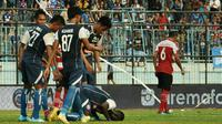 Arema FC mengalahkan Madura United 2-0, Senin (17/9/2018) di Stadion Kanjuruhan, Kab. Malang. (Bola.com/Iwan Setiawan)