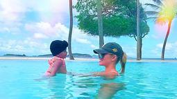 Khloe Kardashian sendiri pun mengunggah foto yang membuat para penggemar iri dengan nyamannya liburan mereka. (instagram/khloekardashian)