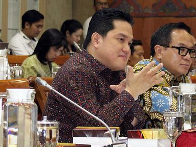 Menteri BUMN, Erick Thohir (kiri) bersama Wakil Menteri BUMN Kartika Wirjoatmodjo mengikuti rapat dengan Komisi VI DPR di kompleks Parlemen, Jakarta, Senin (2/12/2019). Rapat membahas Penyertaan Modal Negara (PMN) pada Badan Usaha Milik Negera tahun anggaran 2019 dan 2020. (Liputan6.com/Johan Tallo)