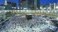 Jemaah haji dari seluruh dunia melakukan thawaf di Kakbah, Makkah. Foto: Bahauddin/MCH