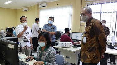 Dirjen Binalattas Kementerian Ketenagakerjaan, Budi Hartawan, mengunjungi Balai Latihan Kerja (BLK) Banyuwangi, Jawa Timur, Kamis (11/2/2021).