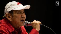 Atlet bridge Indonesia, Bambang Hartono memberi keterangan pers di JiExpo Kemayoran, Jakarta, Rabu (22/8). Pendiri Grup Djarum ini akan berpasangan dengan Polli Bert Toar (64) di Asian Games 2018. (Bola.com/Vitalis Yogi Trisna)