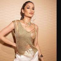 Tampilan Cinta Laura lebih kasual tetapi tetap sensual dan seksi. (dok. Instagram @claurakiehl/https://www.instagram.com/p/B2DJiyllqc1/Dinny Mutiah)
