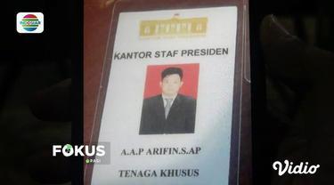 Polisi di Makassar, Sulsel, amankan pemuda yang menggunakan narkoba. Dari pemuda tersebut, polisi temukan kartu identitas staf kepresidenan yang diduga palsu.