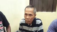 Sudah seminggu kakek 73 tahun yang juga petani di Cilacap ini ditahan polisi. (Liputan6.com/Aris Adianto).