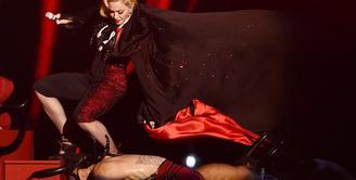 Madonna alami insiden di BRIT Awards