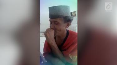 Aksi seorang kakek dengan gangguan jiwa namun pandai mengaji viral di media sosial.