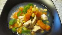 Makan sup ayam juga dipercaya membantu meredakan radang di tenggorokan dan meredakan rasa nyeri. Kuah kental ayam bukan hanya kaya protein namun juga bisa jadi obat antibiotik alami yang mampu meringankan sakit tenggorokan. (Istimewa)