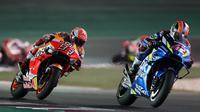Alex Rins bahkan sempat melewati Marc Marquez di MotoGP Qatar (KARIM JAAFAR / AFP)