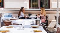Ilustrasi wanita di restoran. (dok. unsplash/Novi Thedora)