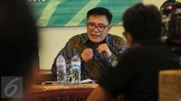 Plt Ketum DPP PPP Muktamar Bandung, Emron Pangkapi berbicara saat  diskusi Publik Kaukus Penyelemat PPP, Jakarta, (20/1).  Muktamar islah ini untuk menyelesaikan sengketa kepengurusan PPP yang digelar paling lambat April 2016. (Liputan6.com/JohanTallo)