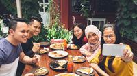 Ilustrasi makan bersama (Foto:Shutterstock).
