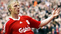 Liverpool's Dutch forward Dirk Kuyt celebrates after scoring the winning goal against Wigan Athletic during their EPL football match at Anfield in Liverpool on October 18, 2008. Liverpool won the game 3-2. AFP PHOTO/PAUL ELLIS
