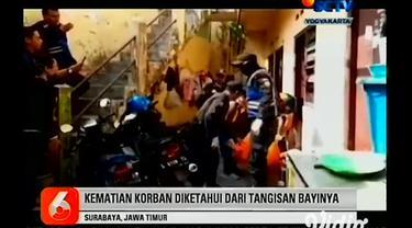 Polisi bersama warga Kampung Malang gang V Surabaya mengevakuasi jenazah ibu muda bernama Ayudia di sebuah kamar kos. Sebelum meninggalnya wanita asal kota Gresik tersebut diketahui para tetangga bahwa bayi yang berada dalam kamar kos ini menangis cu...