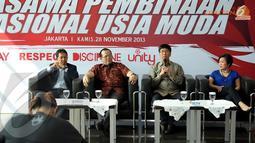 Sutanto Hartono (kedua dari kanan) menegaskan SCTV cukup bangga dengan kerjasama ini yang bertujuan untuk membangun Timnas Indonesia Muda (Liputan6.com/Helmi Fithriansyah)