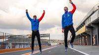 Dua pembalap Pertamina Mandalika SAG Team di Moto2 2021, Bo Bendsneyder (kiri) dan Tom Luthi (kanan). (Twitter/Pertamina Mandalika SAG Team)