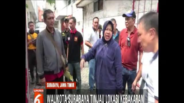 Risma memarahi para pengurus kampung setempat karena kondisi perumahan yang semrawut.