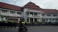 Pegawai di lingkungan Balai Kota Malang diminta tetap bekerja dengan baik (Liputan6.com/Zainul Arifin)