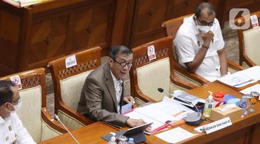 FOTO: Menkumham Paparkan Masalah Dwi Kewarganegaraan Riwu Kore di DPR