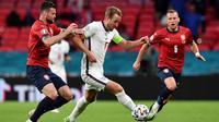 Timnas Inggris meraih kemenangan 1-0 atas Republik Ceska pada laga terakhir Grup D Euro 2020 di Stadion Wembley, Rabu (23/6/2021) dini hari WIB. Gol tunggal kemenangan Inggris dicetak Raheem Sterling. (Justin Tallis, Pool photo via AP)