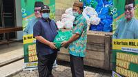 Legislator PKB Nur Yasin membagikan 40 ton beras dan ribuan APD untuk korban Covid-19. (Istimewa)