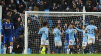 Pemain Manchester City, Gabriel Jesus (ketiga kanan) merayakan gol bersama timnya saat melawan Everton dalam Liga Inggris di Stadion Etihad, Manchester, Inggris, Sabtu (15/12). Manchester City menang 3-1. (AP Photo/Rui Vieira)