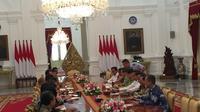 Presiden Joko Widodo (Jokowi) mengundang Pengurus dan Anggota Asosiasi Pertekstilan Indonesia (API) serta Asosiasi Produsen Serat Sintesis dan Benang Filamen Indonesia (APSyFI). Merdeka.com/Titin Supriatin