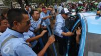 Inilah curahan hati para masyarakat yang kesal dengan aksi rusuh para sopir taksi yang ikut demo.