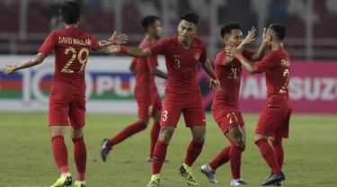 Para pemain Timnas Indonesia merayakan gol yang dicetak Alfath Faathier ke gawang Timor Leste pada laga Piala AFF 2018 di SUGBK, Jakarta, Selasa (13/11). (Bola.com/M. Iqbal Ichsan)