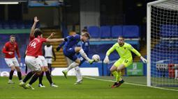 Striker Chelsea, Timo Werner, mencetak gol ke gawang Morecambe pada laga Piala FA di Stadion Stamford Bridge, Minggu (10/1/2021). Chelsea menang dengan skor 4-0. (AP/Matt Dunham)