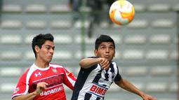 Lahir di Hermosillo, Mexico, Jesus Corona (kanan) mengawali karier sepak bola profesionalnya bergabung dengan klub lokal, Monterrey di tahun 2011. (Foto: AFP/Adid Jimenez)