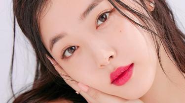 Sulli eks f (x) mengungkapkan merah merupakan warna favorit lipstiknya (Dok.Instagram/@jelly_jilli/https://www.instagram.com/p/BfiXOSpgD4y/Komarudin)