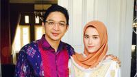 Pasha Ungu dan istri Adelia Wilhelmina. Sumber: Instagram/adeliapasha