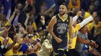 Selebrasi Stephen Curry saat Warriors menang atas Pelicans di gim kedua semifinal wilayah barat NBA (AP)