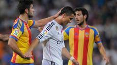 Real Madrid gagal memetik kemenangan saat bersua Valencia di jornada ke-36 La Liga Spanyol. Bermain di Santiago Bernabeu, Minggu (10/5/2015) dini hari WIB, Madrid harus puas meraih hasil imbang 1-1.