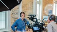 Wawancara adalah (Photo by Austin Distel on Unsplash)