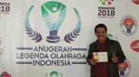 Jaya Hartono menjadi satu di antara 286 orang yang mendapat penghargaan di acara Anugerah Legenda Olahraga Indonesia di Jakarta, Rabu (13/12/2017). (Bola.com/Gatot Susetyo)