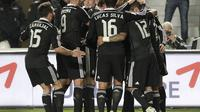Pemain Madrid merayakan kemenangan atas Elche (Reuters)
