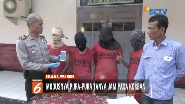 Ketauan menjambret, empat anak di bawah umur dihakimi massa saat beraksi di daerah Asem Bagus, Surabaya.