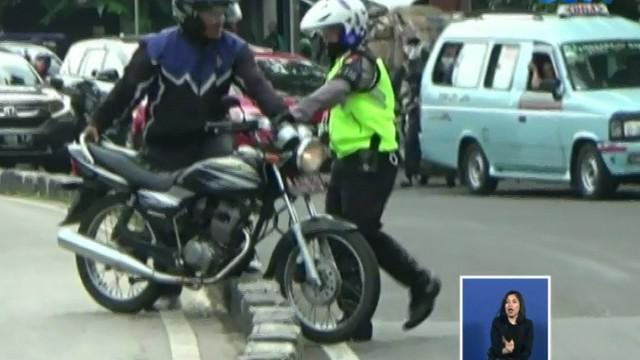 Pengendara nakal yang melanggar dikenai sanksi tilang dengan denda maksimal Rp 500 ribu.
