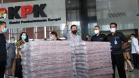 KPK menyita uang tunai Rp 52,3 miliar dari pengembangan kasus suap ekspor benih lobster yang menyeret eks Menteri KP, Edhy Prabowo. (Liputan6.com/Fachrul Rozie)